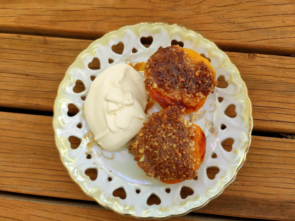 Roasted Apricot Crumble